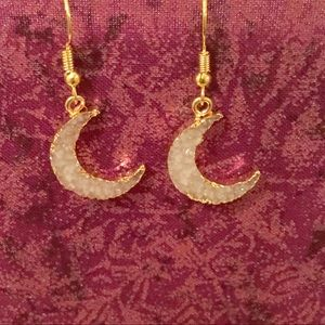 Jewelry - Women's Crescent Moon Earrings
